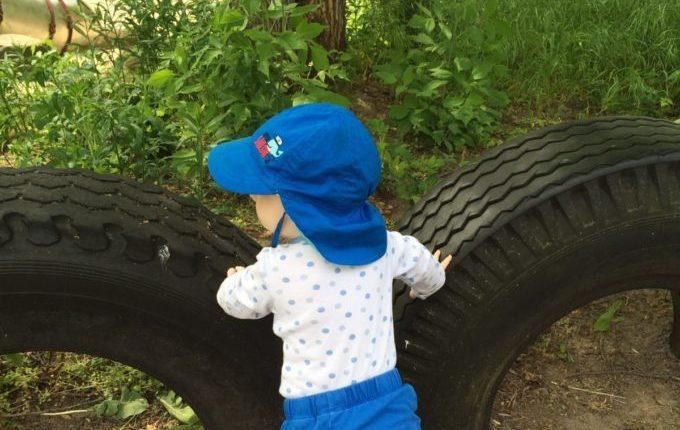 Der Bebü-Spielplatz - Baby schaut nach links