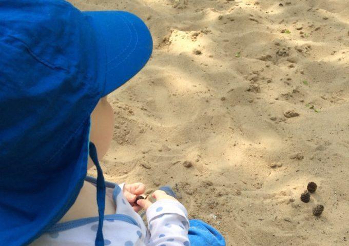 Der Bebü-Spielplatz - Baby spielt