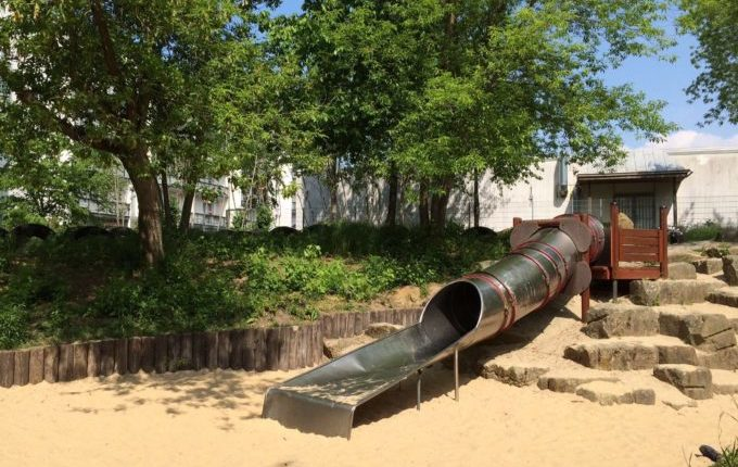 Der Bebü-Spielplatz - große Rutsche