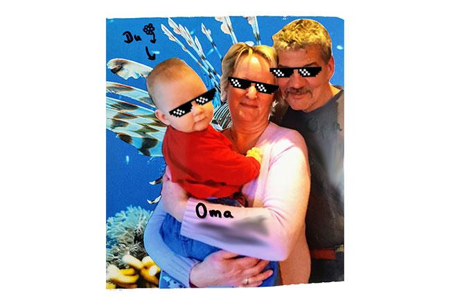 Großeltern mit Kind im Arm