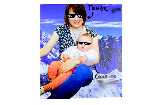 Tante mit Cousine im Arm