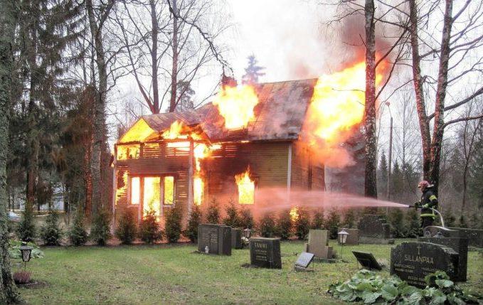 Babyschwimmen - 8. Tag - Feuerwehr löscht brennendes Haus