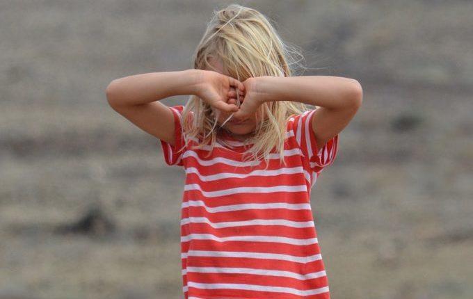 Warum weint mein Baby - zorniges Mädchen