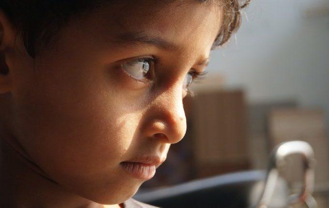 Wenn die Wut kommt - Kind blickt zur Seite