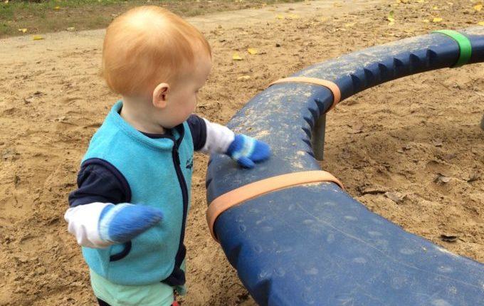 Einmal Norovirus, bitte! - Kind auf Spielplatz