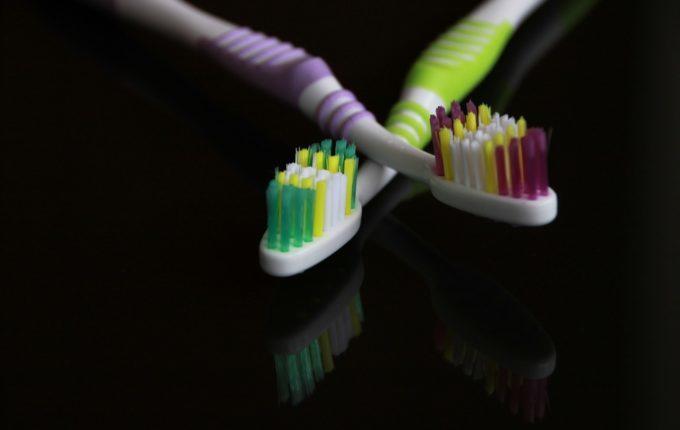 Kind will nicht Zähne putzen - Zahnbürsten