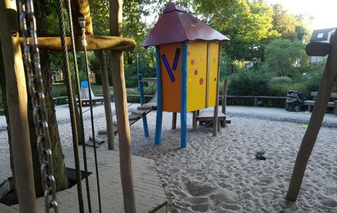 Spielplatz Wilhelmplatz in Berlin-Kaulsdorf - farbige Folien