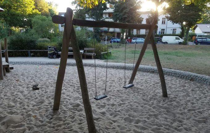 Spielplatz Wilhelmplatz in Berlin-Kaulsdorf - Schaukeln