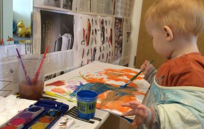 Wir zaubern dir'nen Malort - Kind beim Malen