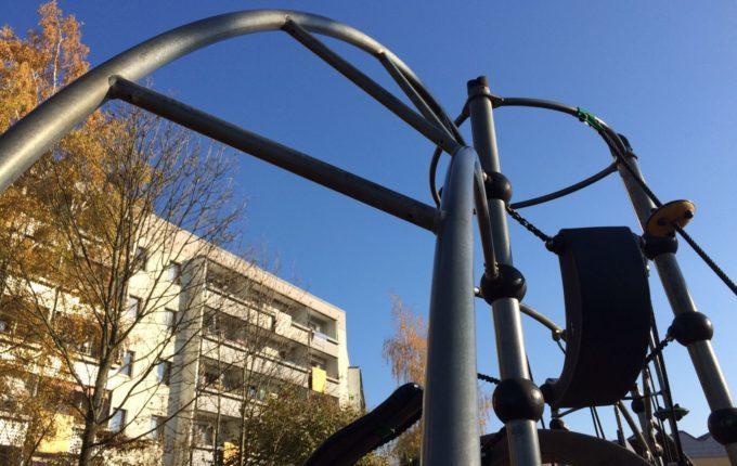 Spielplatz in der Suhler Straße - schräge Leiter