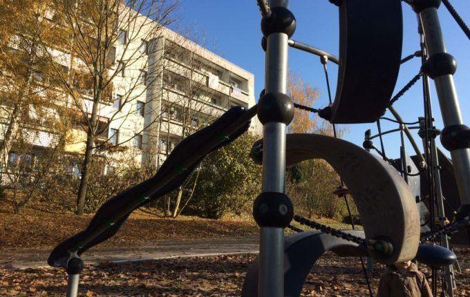 Spielplatz in der Suhler Straße - seltsame Rutsche