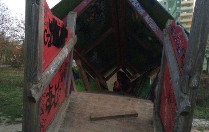 Spielplatz in der Zossener Straße - Kletterhäuschen