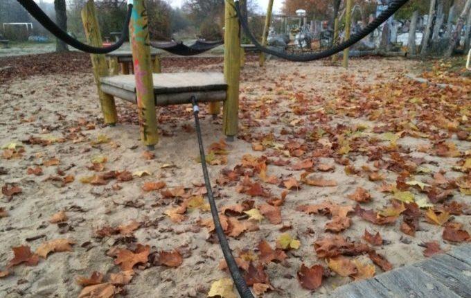 Spielplatz in der Zossener Straße - Parcours aus Seilen, Brettern und Hängematten