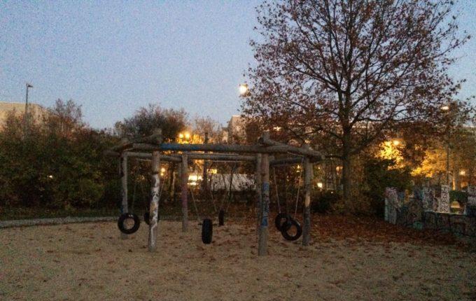 Spielplatz in der Zossener Straße - Reifenschaukel