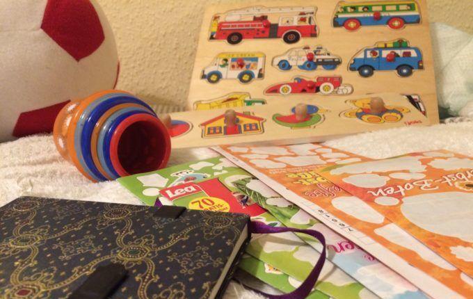Erste-Hilfe-Kurs mit Kind - Spielzeug zur Beschäftigung
