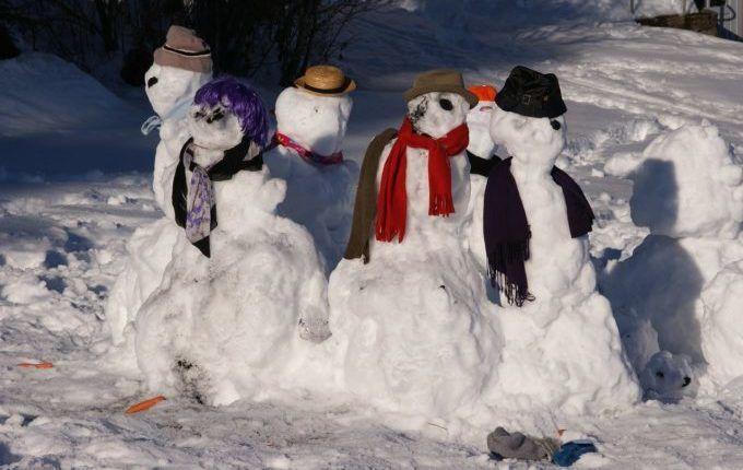 Kein Geld für Weihnachtsgeschenke - Schneemannfamilie