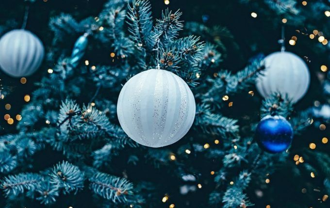 Kein Geld für Weihnachtsgeschenke - Weihnachtskugeln