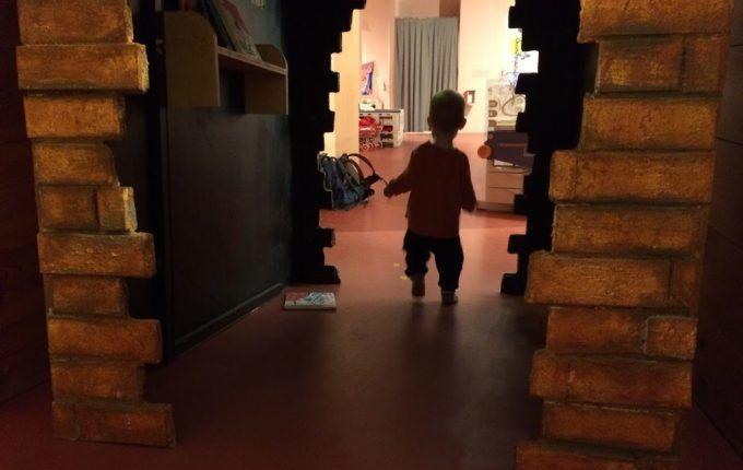 MACHmit! Museum für Kinder - hoch und runter laufen