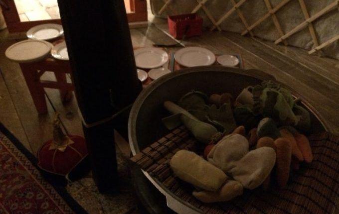 MACHmit! Museum für Kinder - kochen im Mongolenzelt