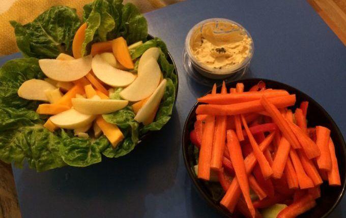 Silvester mit Kindern feiern - Snack aus Gemüse, Obst und Hummus