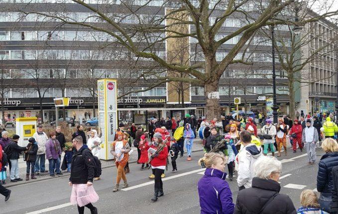 Mit Kind zum Faschingsumzug - Musik am Olivaer Platz