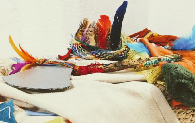 Tomahawk und Kopfschmuck Indianerkostüm