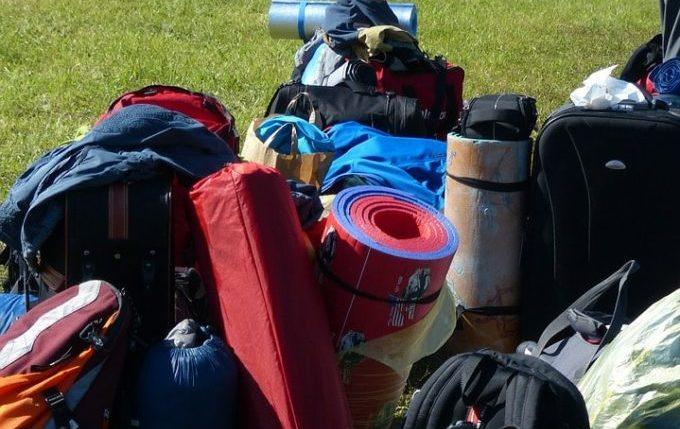 6 Tipps für eine lange, aber entspannte Autofahrt mit Kleinkind - viel Gepäck