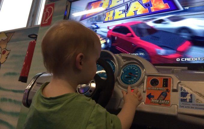Bim & Boom Kinderspielland - Kind am Spielautomaten