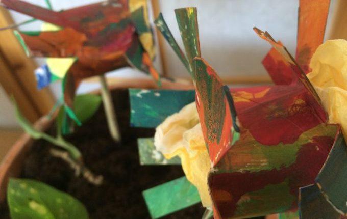 Frühlingsblumen - angemalt und mit Glitzer dekoriert
