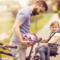Kind will nicht in den Fahrradsitz