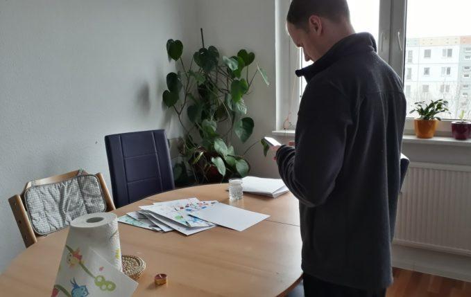 12 von 12 - April 2017 - gemalte Bilder werden eingescannt