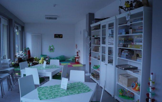 Kindercafé in Kaulsdorf - MITTENDRIN leben e.V. - Essbereich und Spielbereich