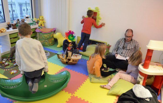Kindercafé in Kaulsdorf - MITTENDRIN leben e.V. - Kinder spielen und lesen