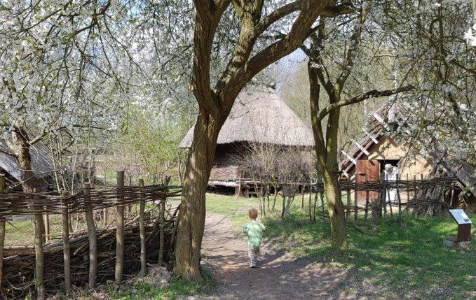 Museumsdorf Düppel - Kind auf Erkundungstour