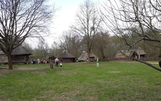 Museumsdorf Düppel - Kinder spielen und rennen