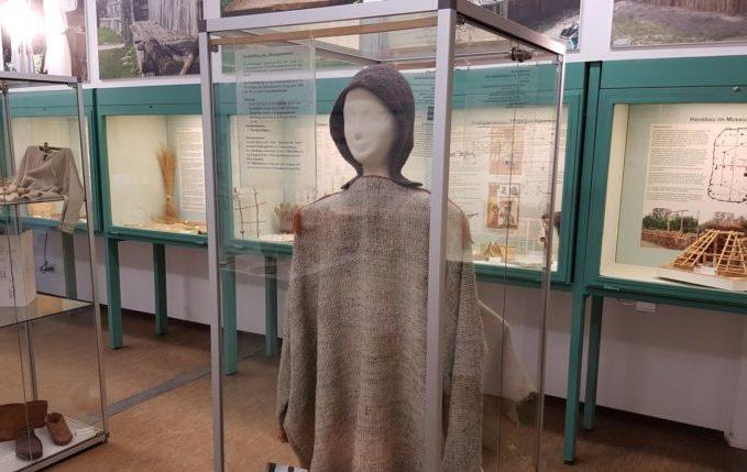 Museumsdorf Düppel - Kittel, Hausbau und andere Dinge zum Anschauen