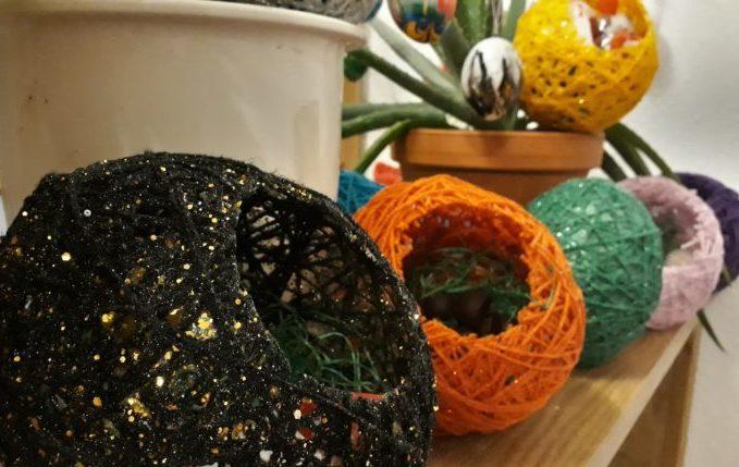 ostereier aus wolle selber basteln diy bastelanleitung mit vielen tipps. Black Bedroom Furniture Sets. Home Design Ideas