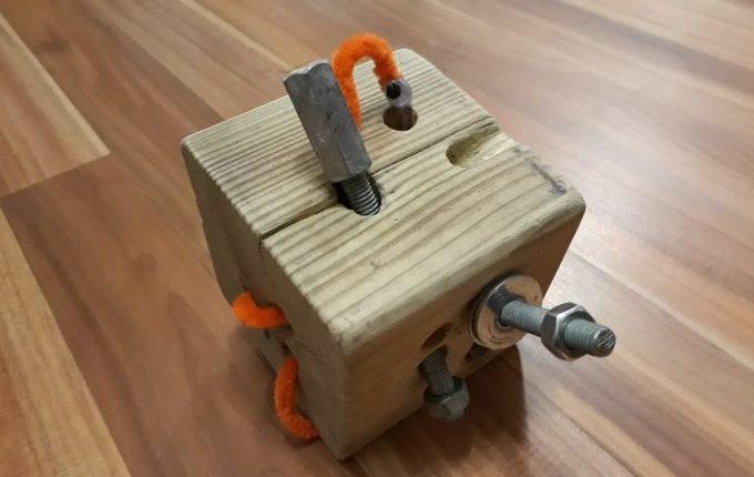 Motorikspielzeug Aus Holz Selber Basteln   Holzwurm Aus Pfeifenreiniger Und  Gewindestangen