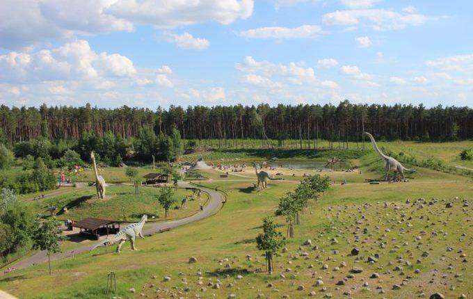 Dinopark Germendorf - Blick auf den Urzeitpark vom Vulkan aus