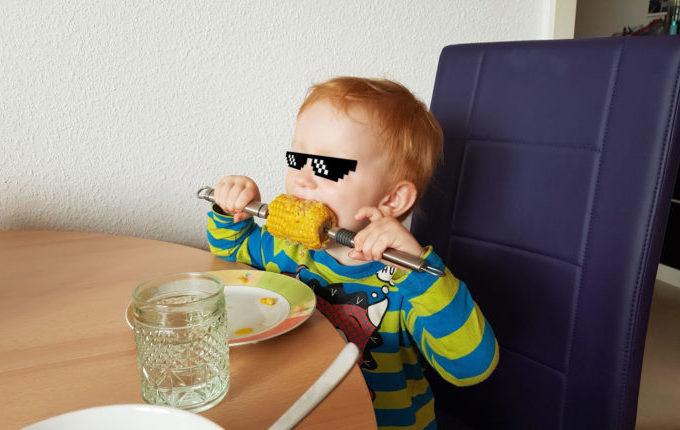 12 von 12 - Juli 2017 - Kind isst Maiskolben
