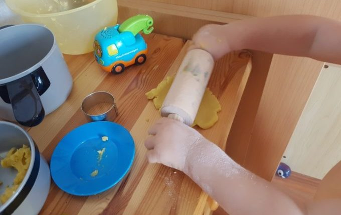 Kipplaster rollt Super Sand mit Teigroller