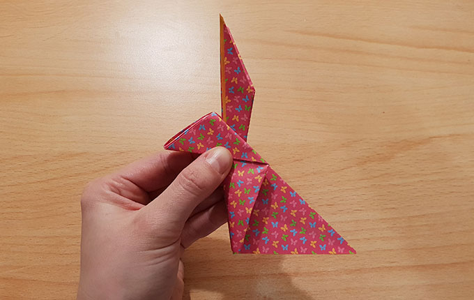 Falten vom Origamihasen sind nachgezogen