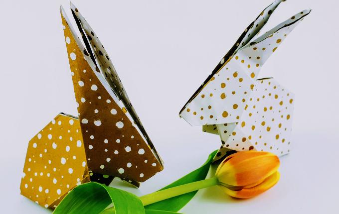 Origami Hasen mit Tulpe