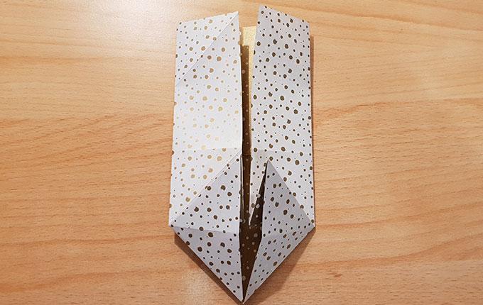 Origami Osterhasenkopf bildet sich allmählich ab