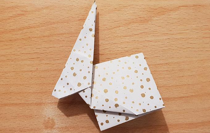 Origamihase hat Füße bekommen