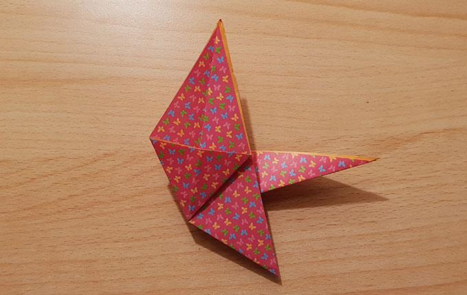 Origamipapier auf die andere Seite gedreht