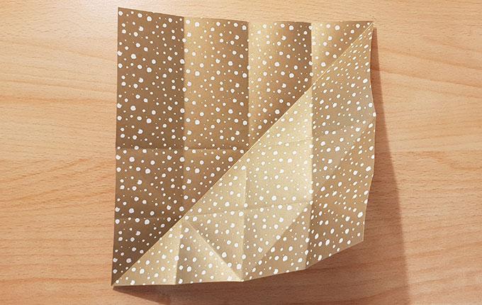 Origamipapier mit diagonaler Falte