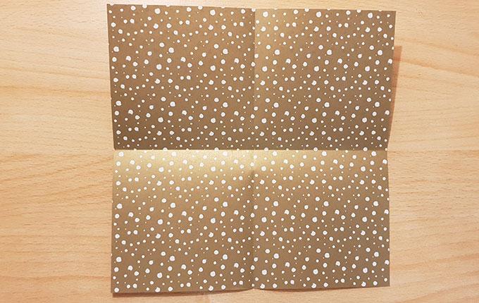 Origamipapier mit gekreuzten Falten
