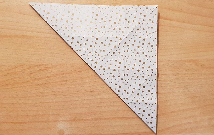 Origamipapier über andere Diagonale gezogen