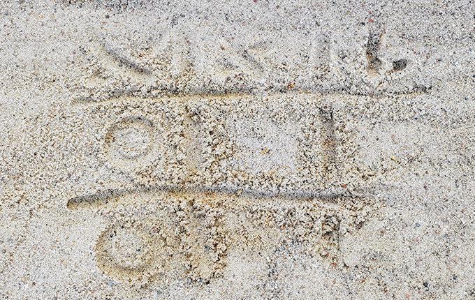 Tic Tac Toe im Sand